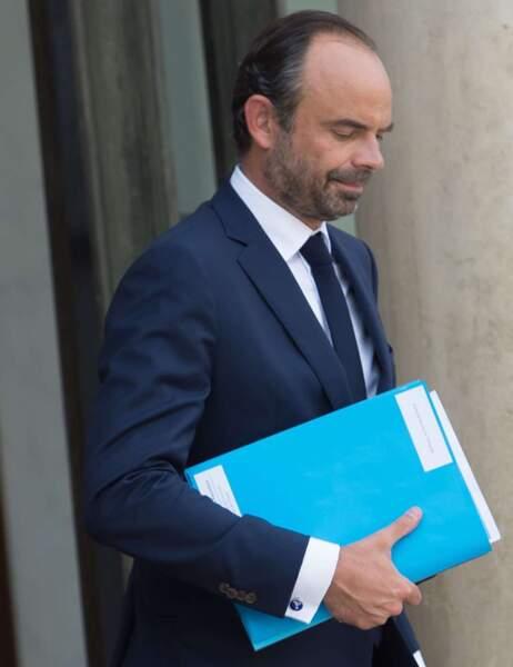Le Premier ministre Édouard Philippe et ses boutons de manchette toujours soignés pour rencontrer le président