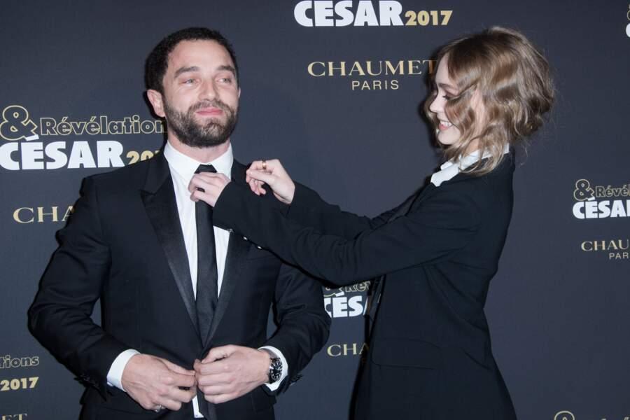 Guillaume Gouix et Lily-Rose Depp se taquinent devant les photographes
