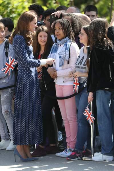 Kate Middleton accessoirise sa robe d'une paire d'escarpins vertigineux comme Meghan Markle