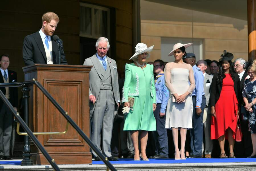 Meghan, attentive lors du discours de son mari le prince Harry pour la garden party à Buckingham, le 22 mai 2018