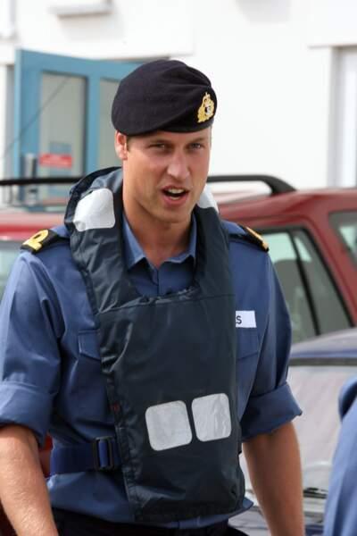 Le prince William avec son régiment de la Royal Navy à Dartmouth en Juin 2008
