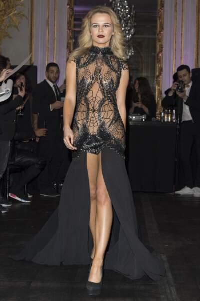 Julie Jardon, ultra-sexy en robe noire