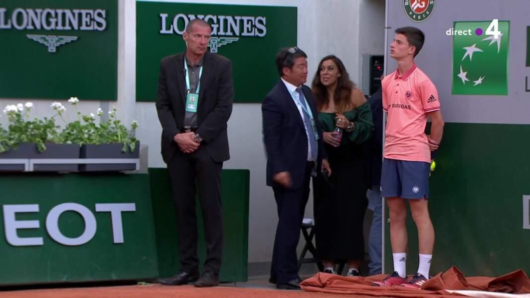 Marion Bartoli apparaît sur le court de tennis