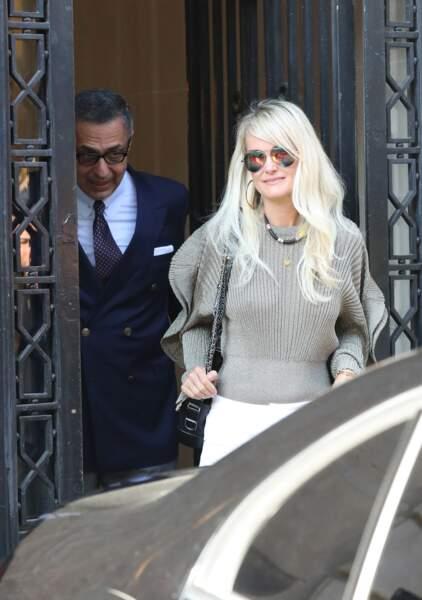 Laeticia Hallyday et son avocat Ardavan Amir-Aslani quittent les bureaux de l'avenue Montaigne