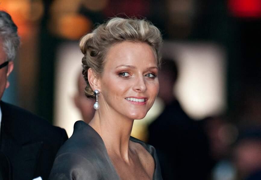 Lors d'un concert à Stockholm en juin 2010, Charlène de Monaco ose les mèches bouclées