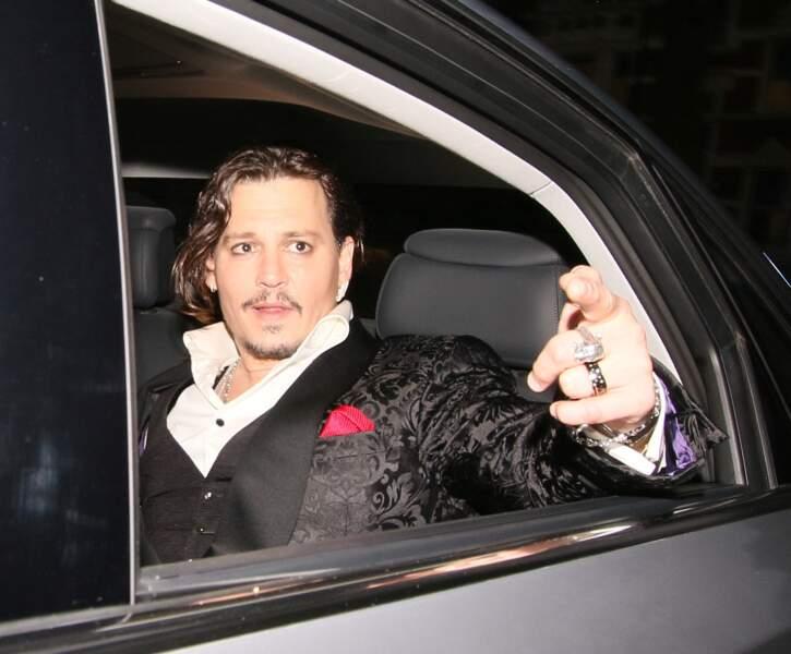 Johnny Depp, cheveux bruns = cheveux gras?