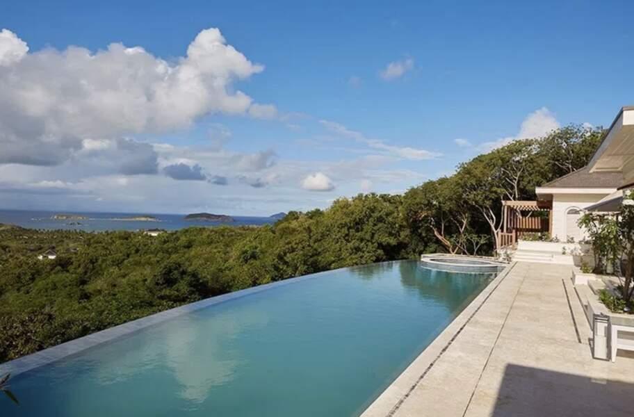 La piscine de Kate Middleton et du prince William a vue sur le reste de l'île et la mer des Caraïbes