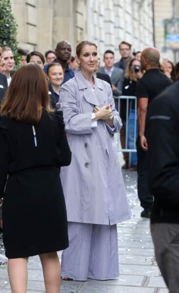 Céline Dion se pare d'un total look rayé, un must pour la rentrée.