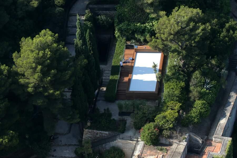 Vue aérienne du Fort de Brégançon où les Macron ont fait construire une piscine hors sol de 34000 euros