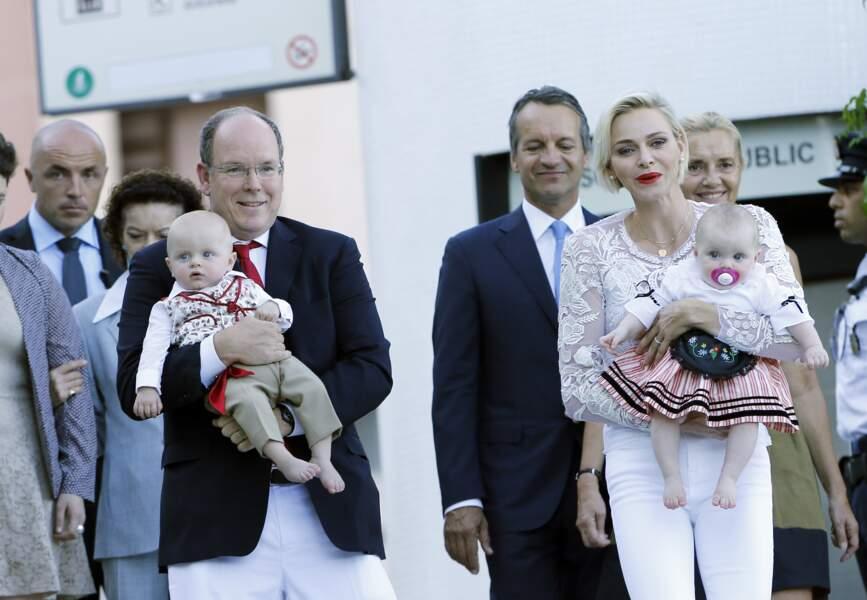 Albert et Charlène avec leurs enfants au pique-nique du Parc de la princesse Antoinette, le 28 août 2015