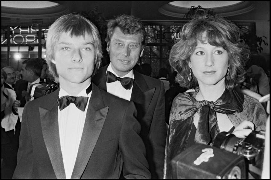 """David et Johnny Hallyday avec Nathalie Baye lors de la soirées des """"Best"""" à Paris en 1983"""