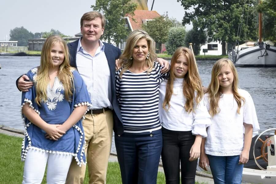 Amalia, le couple royal des Pays-Bas, Alexia et Ariane, premier jour de vacances à Warmond, dans le sud du pays