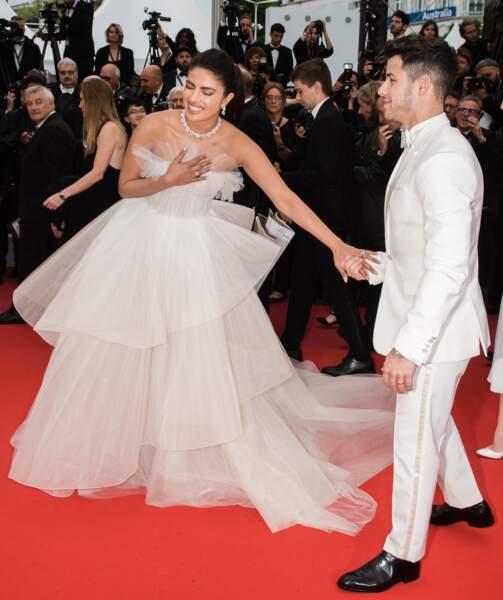 Priyanka Chopra en robe Georges Hobeika avec son mari Nick Jonas sur le tapis rouge de Cannes le 18 mai 2019