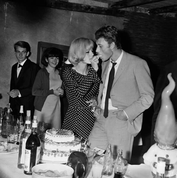 Sylvie Vartan fête ses 19 ans avec Johnny Hallyday en août 1963