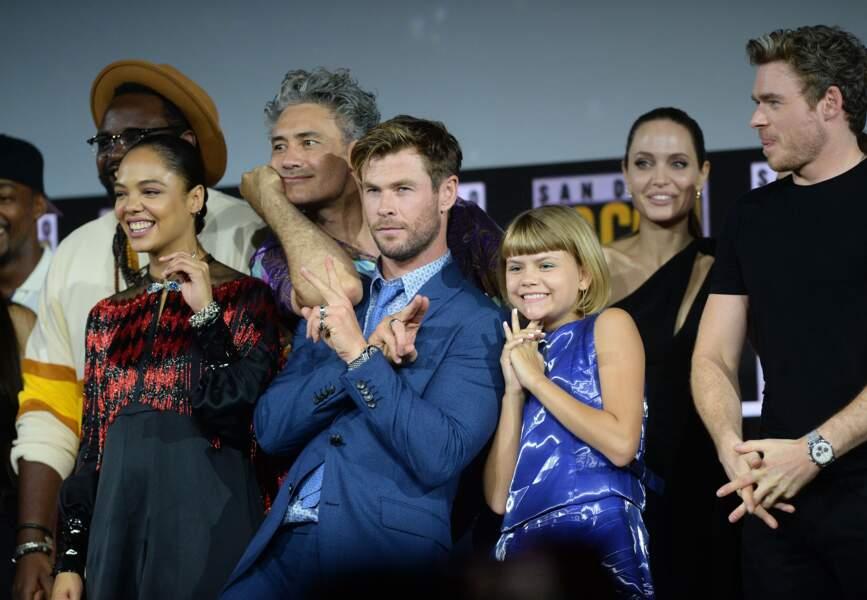 Angelina Jolie, derrière Chris Hemsworth, l'interprète de Thor dans l'univers cinématographique Marvel