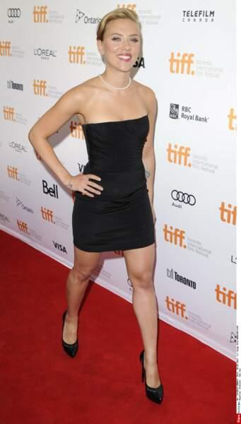 Juste avant sa grossesse, fin 2013, la silhouette ultra sexy de Scarlett Johansson fait des envieuses