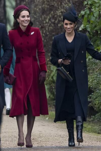 Avec Kate Middleton pour la messe de Noël, Meghan Markle en total look Victoria Beckham le 25 décembre 2018.