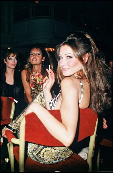 Carla Bruni, à 24 ans, en soirée.