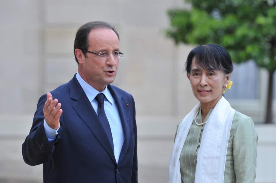 Francois Hollande  accueille San Suu Kyi à Paris