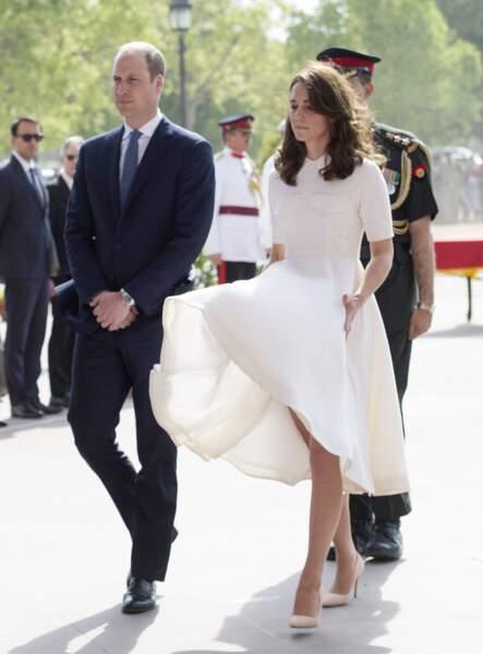Kate Middleton et le prince William se rendent à la Porte de l'Inde à New Delhi, le 11 avril 2016