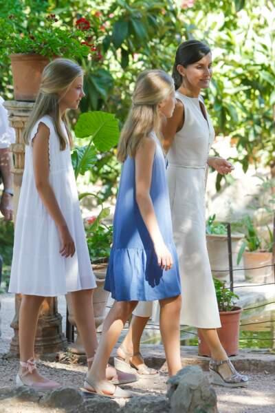 Letizia d'Espagne arborait un look sobre mais très élégant pour cette sortie familiale à Majorque