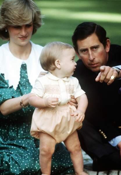 Lady Di et le Prince Charles avec leur premier enfant, William
