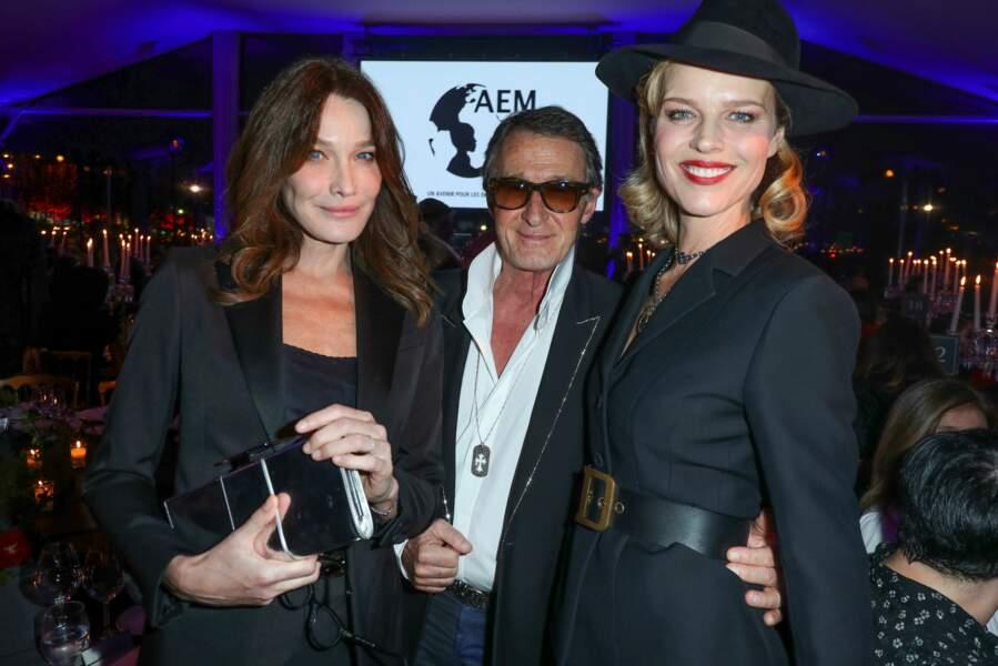 Carla Bruni et Eva Herzigova plébiscitent le costume d'homme