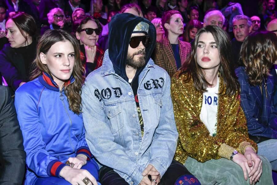 Les trois personnalités affichent un style décontracté