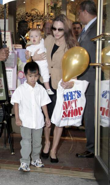 Angelina Jolie avec Maddox et Shiloh à New York en 2007