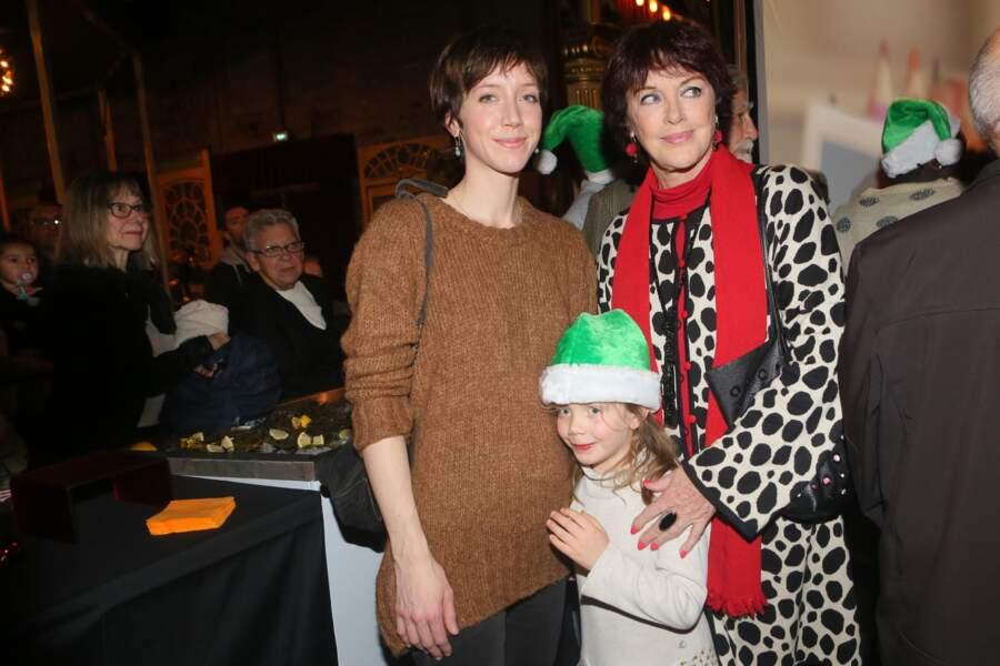 Sara Giraudeau entourée de sa fille Mona et de sa mère Anny Duperey.