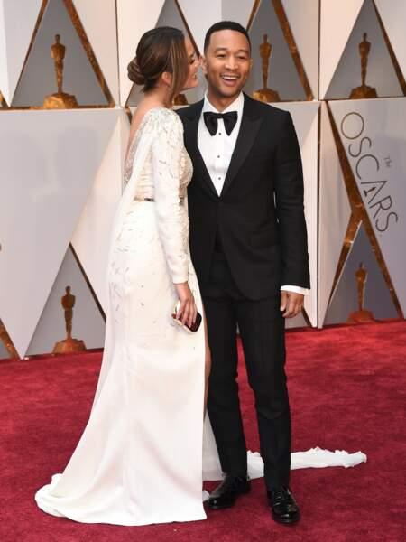 Chrissy Teigen et John Legend sur le tapis rouge.