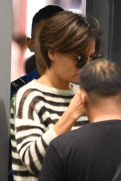 Katie Holmes aperçue à l'aéroport de Los Angeles avec une nouvelle coupe courte, le 19 octobre 2017