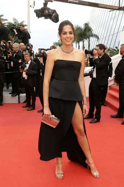 Anouchka Delon a opté pour une robe fendue de la maison Elie Saab