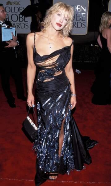 Courtney Love, fidèle à elle-même dans cette robe très exhib