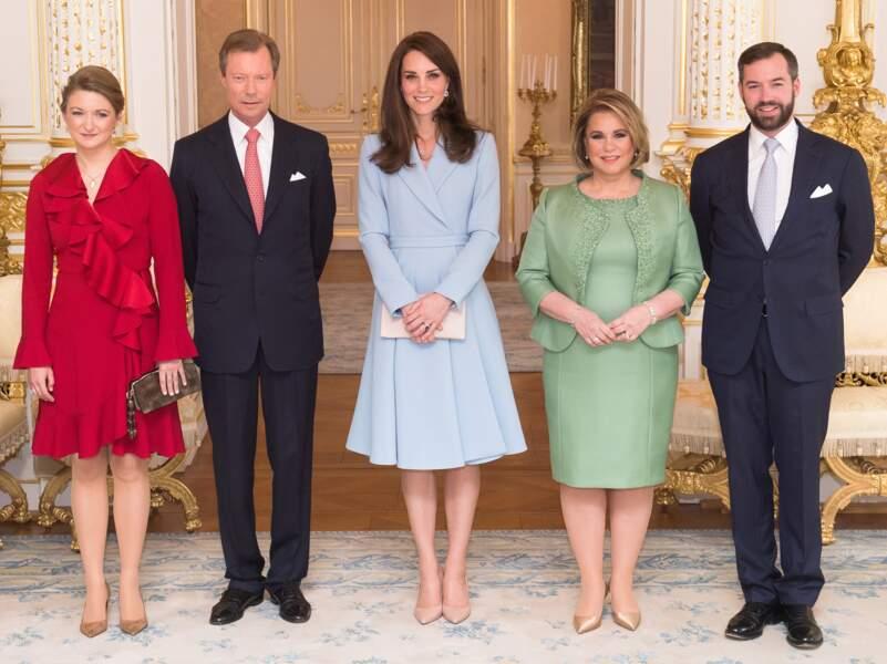 Une tenue qu'elle a gardé pour rencontrer la famille royale du Luxembourg.