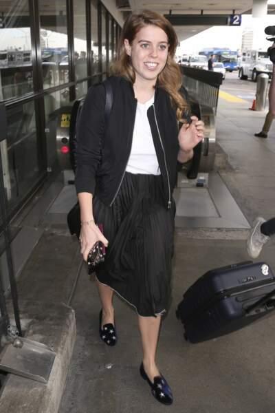 Le 16 novembre, la princesse Beatrice d'York porte la même jupe noire que Meghan Markle