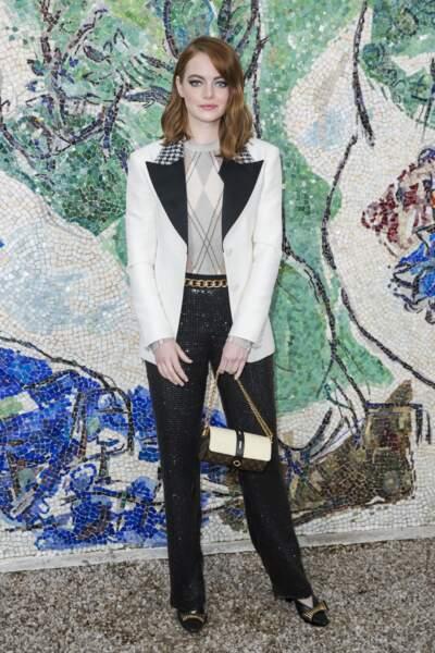 Emma Stone ravissante dans un look scintillant à l'esprit très graphique