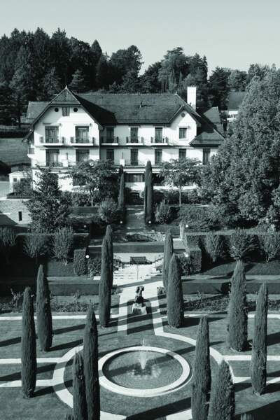A l'origine de la marque, en Suisse, une clinique de beauté pour des soins novateurs et sur mesure.