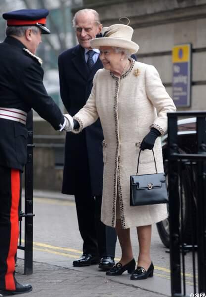 Elizabeth II et le prince Philip à l'entrée de la station de Baker Street