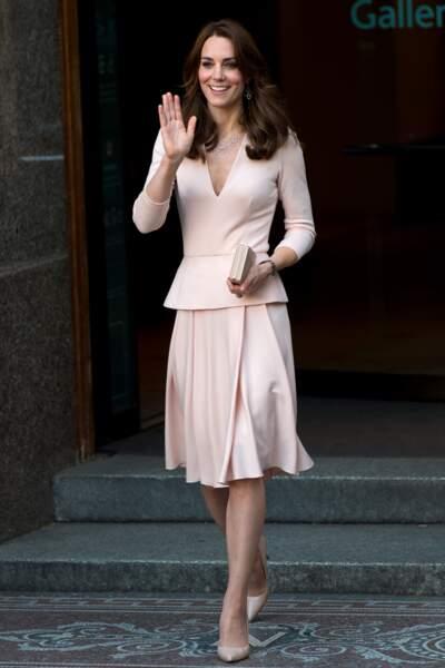 """Kate Middleton à l'exposition """"Vogue 100: A Century of Style"""" le 4 Mai 2016"""