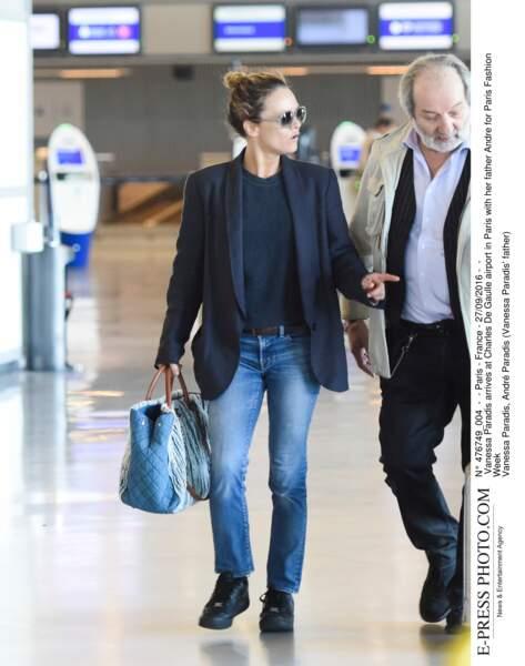 Vanessa Paradis arrive à Roissy Charles de Gaulle