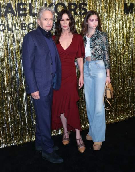 Carys entourée de ses parents Michael Douglas et Catherine Zeta Jones qui lui ont transmis de bons et beaux gènes