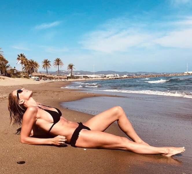 Dès le mois de mai, Sylvie Tellier affichait son magnifique corps sur les plages andalouses
