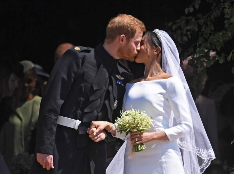 Le premier baiser du prince Harry Meghan Markle en tant que jeunes mairés
