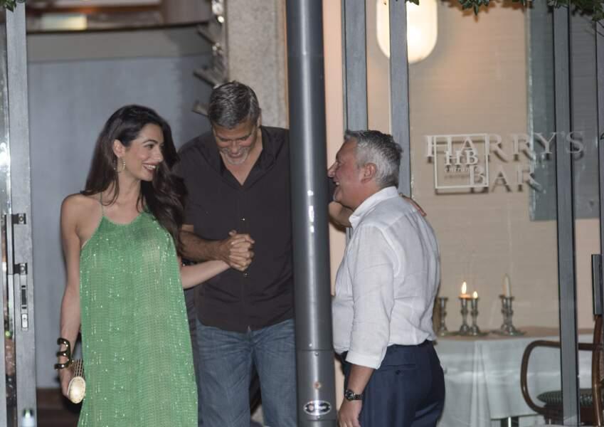 Amal et George Clooney, heureux et jeunes parents de jumeaux s'offrent un diner en tête-à-tête