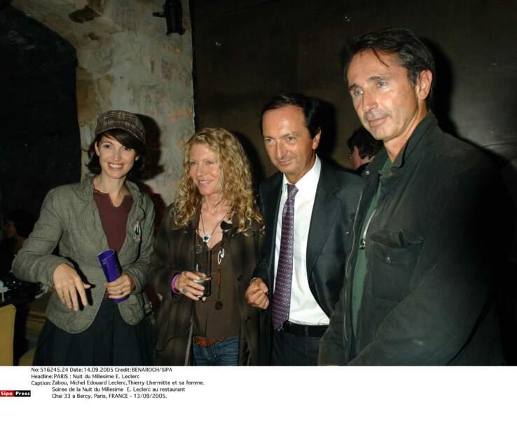 2005. Thierry Lhermitte et sa femme aux côtés de Zabou et Michel Edouard Leclerc