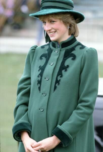 La princesse Diana en manteau vert à Bristol, en 1982