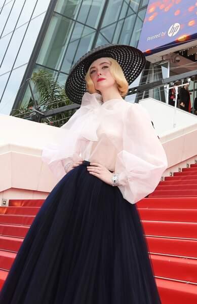 Elle Fanning, habillée et Dior et coiffée d'un sublime chapeau très 50's, le 21 mai 2019 à Cannes