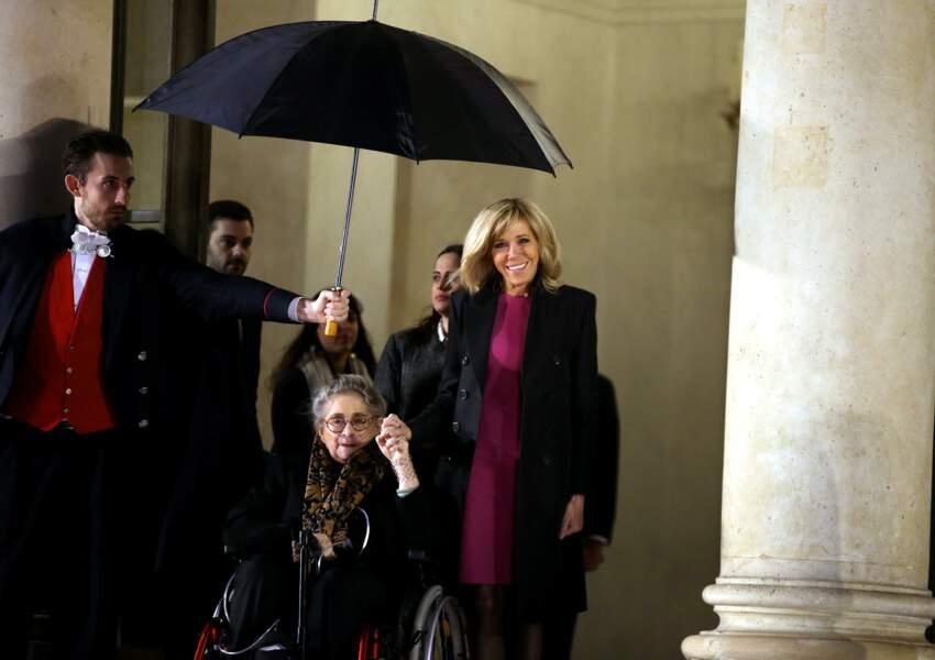 Brigitte Macron et la Première dame israélienne Nechama Rivlin sur le perron du palais de l'Elysée