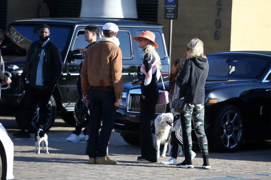 Dimitri Coste a retrouvé Laeticia Hallyday, sa mère Françoise Thibaut et ses filles Jade et Joy, au restaurant Nobu
